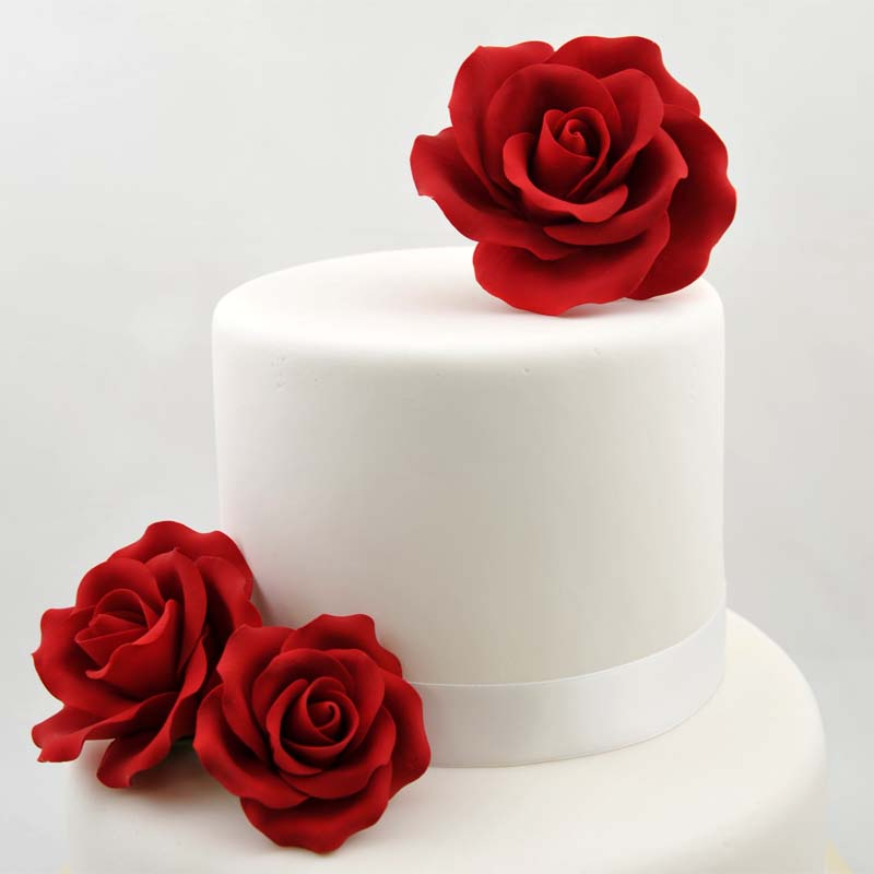 3 Mix Size Red Rose On Cake